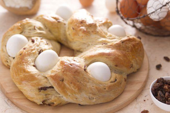 Mani in pasta: pane di Pasqua con uova, uvetta o cioccolato!